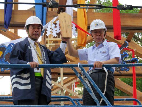 日本統治時代の木造駅舎が帰郷  台北の温泉地で上棟式