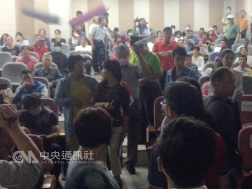 日本食品の輸入規制めぐる公聴会、各地で大荒れ  緩和に足かせ/台湾