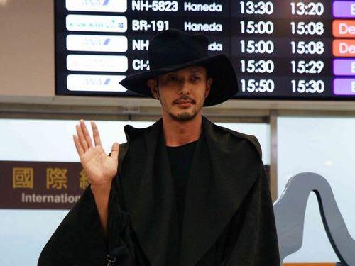黒いコートのオダギリジョー
