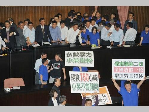 労基法改正案が成立、国民党などの反対押し切り  祝日を7日削減/台湾
