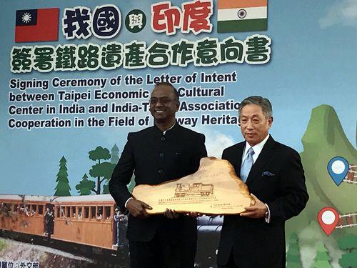 台湾、インドと協力意向書締結  阿里山森林鉄道の世界遺産登録目指す