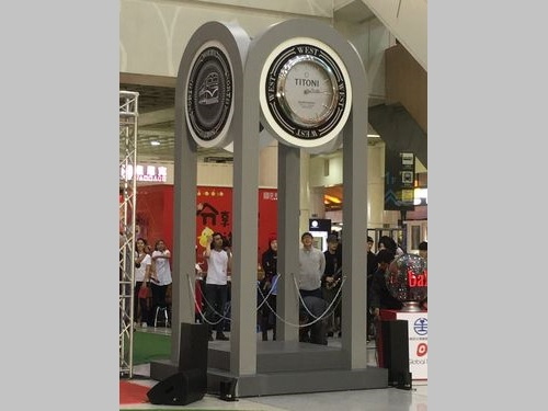 台湾鉄道の板橋駅に時計台  新たな待ち合わせ場所に