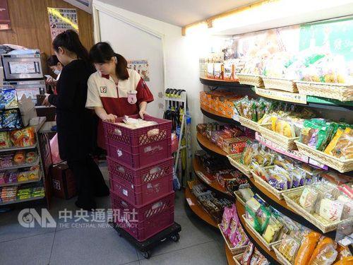 台湾の一部コンビニ、定休日導入を検討  完全週休2日制実施を受け