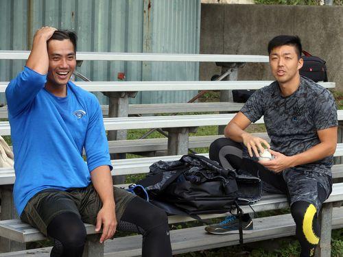 中日時代のエピソードや今季の目標について語るチェン(左)と吉見