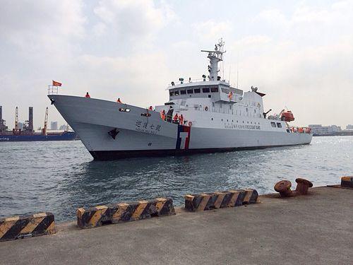 12日午後、沖ノ鳥の周辺海域を含む中西太平洋に向けて出港する台湾の巡視船「巡護7号」(1000トン級)=写真は2014年3月20日高雄港で撮影したもの