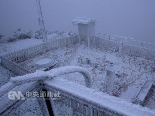 台湾最高峰・玉山で初雪 昨年より約2週間遅く