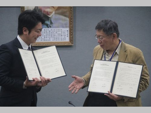 左から高島宗一郎福岡市長、柯文哲台北市長