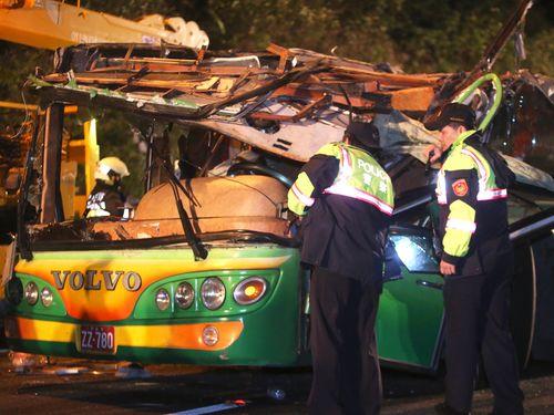 <バス横転>死者33人に  過去30年で最悪の惨事