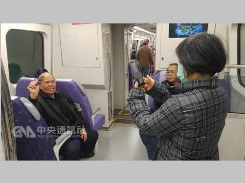 <空港線>全駅・全車両で無料Wi-Fi提供  台湾初=一般試乗開始