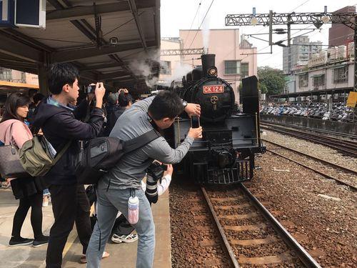 日本統治時代建造の山佳駅、かつての姿蘇る 蒸気機関車運行で祝福/台湾