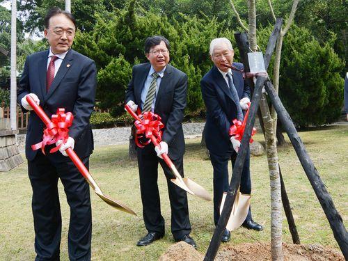 神社跡地にカワヅザクラ植樹 桃園市長、観光発展に期待/台湾