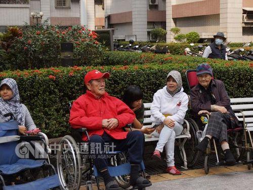 ブルーカラー外国人労働者62万5000人  福祉職で増加/台湾