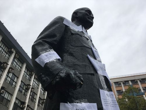 大学構内の蒋介石像を破壊  学生ら4人逮捕=新北市警/台湾