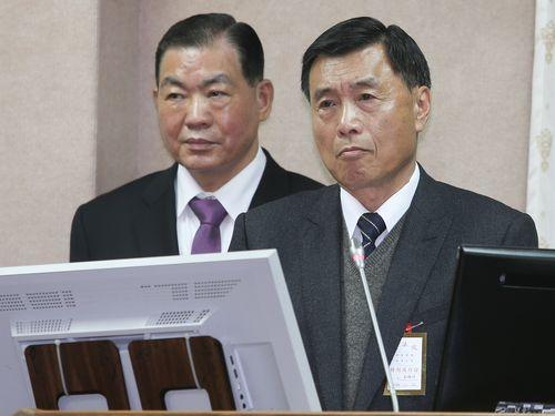 彭勝竹国家安全局長(右)
