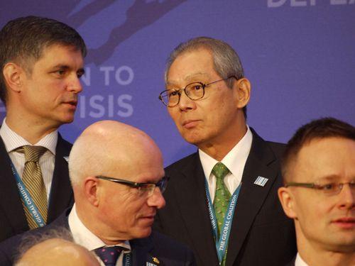 駐米代表、米国務長官と公の場に 台米間で異例=打倒IS有志連合会合