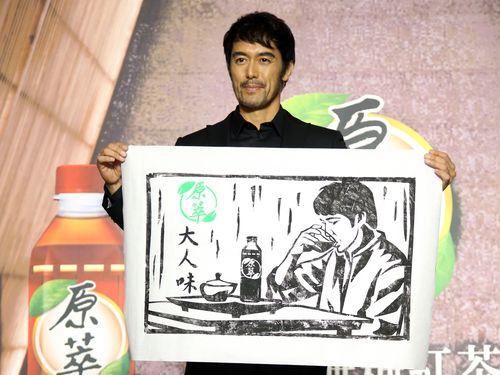 阿部寛訪台、お茶のPRキャラクターに  「台湾映画に出たい」