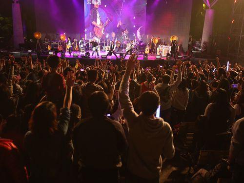 メイデイの公園ライブに約3万5千人  ファン、自主的にごみ拾い/台湾