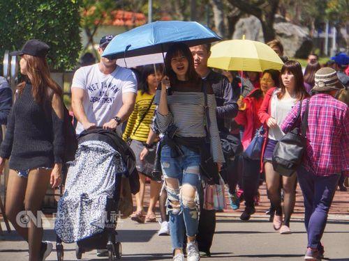 台北は最高気温34度超え  台湾各地で夏のような暑さに