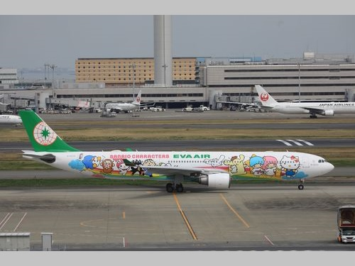 キティにキキララ…  人気キャラ集結  エバー航空、特別塗装機就航/台湾