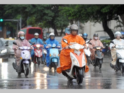 台北で今年初の猛暑日  14日までぐずついた天気続く/台湾