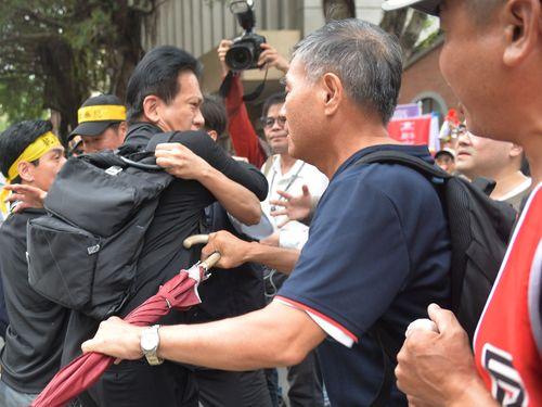 年金改革反対派が国会議員に暴力  蔡総統、理性的な行動求める/台湾