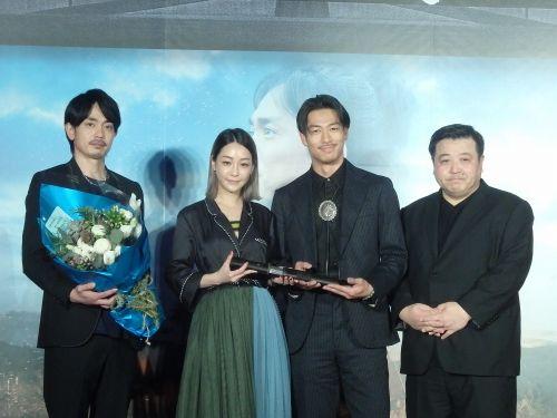 (左から)青柳翔、ニッキー・シエ、AKIRA、錦織良成監督
