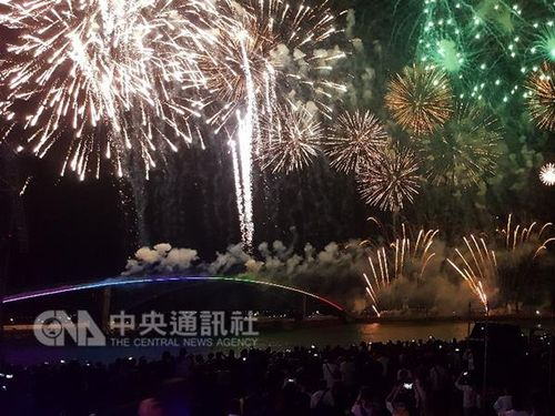 離島・澎湖で花火フェス開幕  期間中45万人の動員見込む/台湾