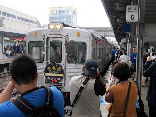 元花形特急、リバイバル運転 数百人の鉄道ファン駆け付ける/台湾