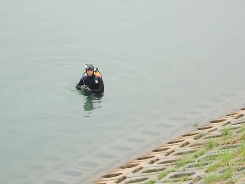 切断された八田像の頭部、依然行方不明 ダイバーが湖を捜索/台湾
