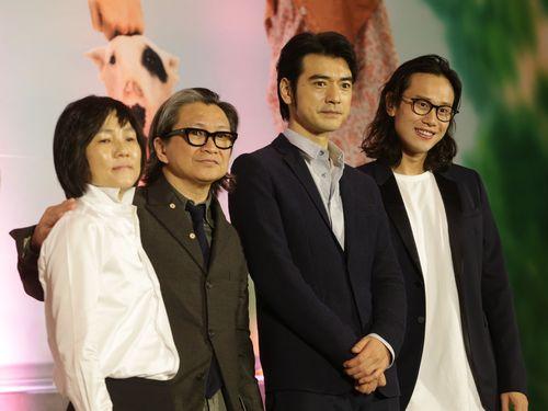 右からデレック・ホイ監督、金城武、エグゼクティブプロデューサーのピーター・チャン氏とジョジョ・ホイ氏