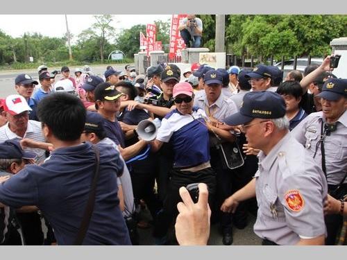 八田与一氏の慰霊祭  反日派・台湾独立派が場外で口論も
