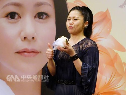 夏川りみ、7月に8度目の台湾公演  台湾グルメを頬張り「おいしい」
