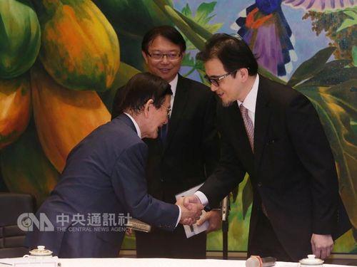 兵庫県議の一行、総統府を訪問 意見を交換/台湾