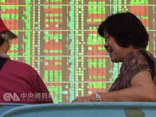 台湾株式市場、終値が1万の大台突破=17年ぶり