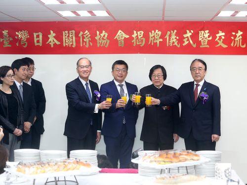 台湾の対日窓口機関が「台湾日本関係協会」に 新名称除幕式
