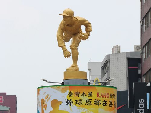 """KANO""エースの記念像 修復が施され一新/台湾・嘉義"