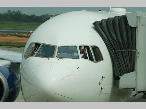 デルタ航空、台湾撤退  最終便が桃園空港飛び立つ