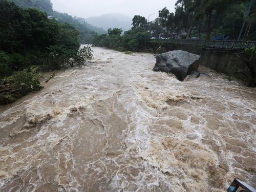 台湾全域で大雨  降水量600ミリ超の地域も  交通機関に乱れ