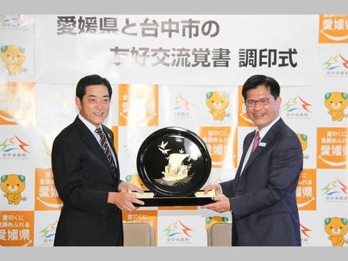 左から中村時広愛媛県知事、林佳龍台中市長=台中市政府提供