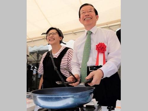 謝長廷代表(右)