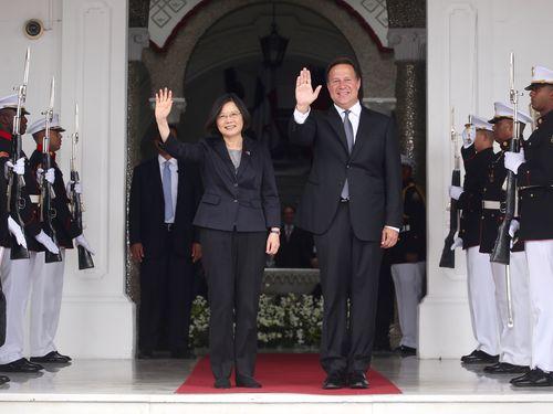 左から蔡英文総統、バレラ大統領=2016年6月末撮影