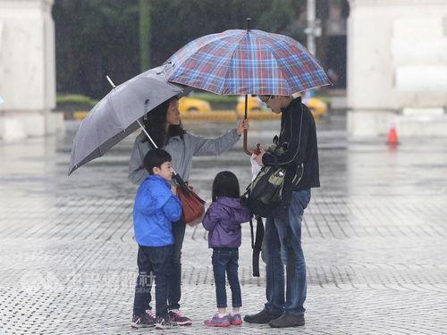 台湾、梅雨前線の影響続く  大雨に要警戒