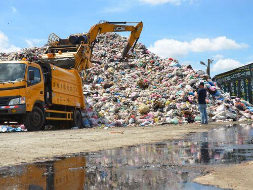 ごみ堆積8000トン…市民が悲鳴  県や政府に解決求める/台湾・雲林