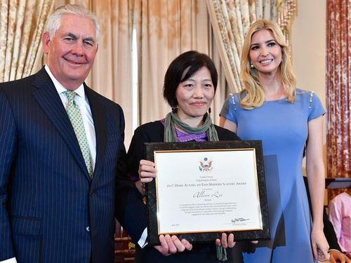 左からティラーソン米国務長官、李麗華氏、イヴァンカ・トランプ氏=米国務省提供