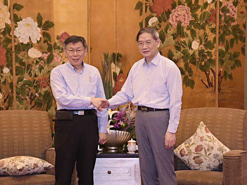 左から柯文哲市長、張志軍主任=台北市政府提供