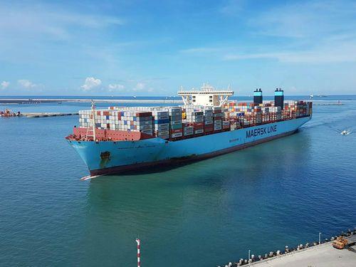 超大型コンテナ船、高雄に初寄港/台湾