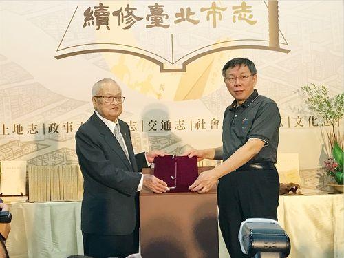 左から許水徳・元台北市長、柯文哲・台北市長
