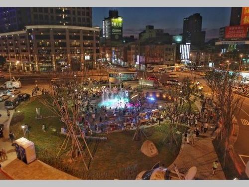 寧夏夜市近くのロータリー、緑地広場に変身 市民の憩いの場に/台湾