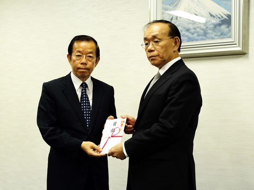 左から謝長廷代表、谷崎泰明理事長