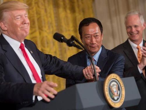 左からトランプ大統領、郭台銘董事長=AFP通信提供